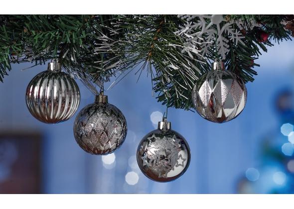 Set 4 palline di Natale silver in plastica con espositore da 27 set-ass. 4 modelli-diam. cm. 6